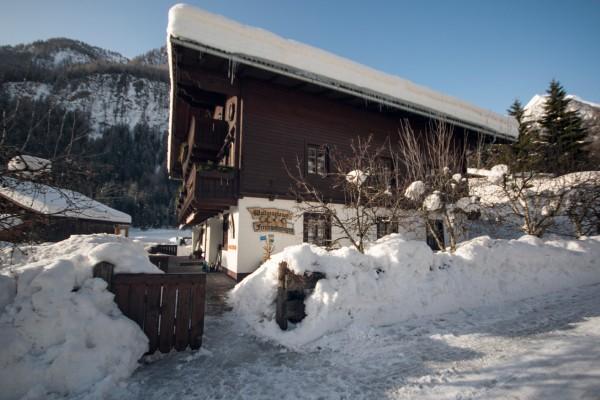 haus-winter4D672BDEF-C4D9-F7E8-A99F-16C330FAF34B.jpg